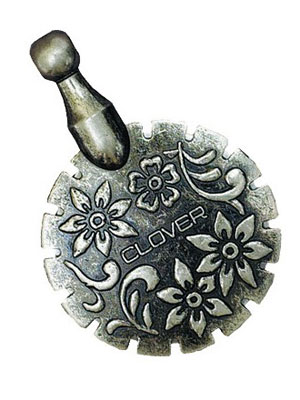 Clover Thread Cutter Pendant – Antique Silver